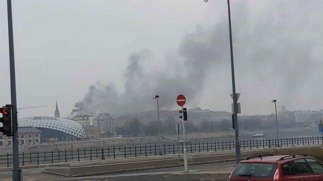 Hatalmas tűz a Lónyai utcában