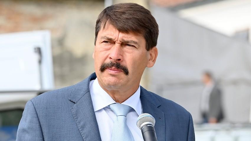 A románok sértésnek tartják Áder kijelentését